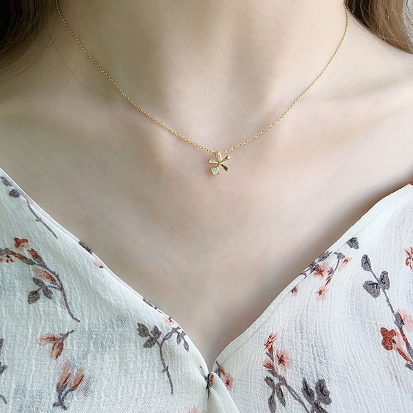 Picture of Distinctive White Gold Plated Pendant Necklace with Low MOQ