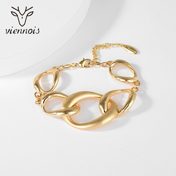 Picture of Dubai Gold Plated Fashion Bracelet with Fast Delivery