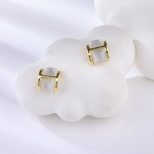 Picture of Great Value White Shell Stud Earrings with Full Guarantee