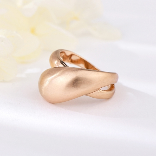 Picture of Dubai Gold Plated Fashion Ring in Exclusive Design